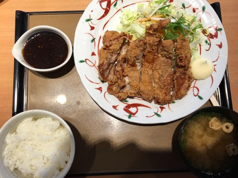 鶏もも一枚揚げ定食(にんにく醤油)